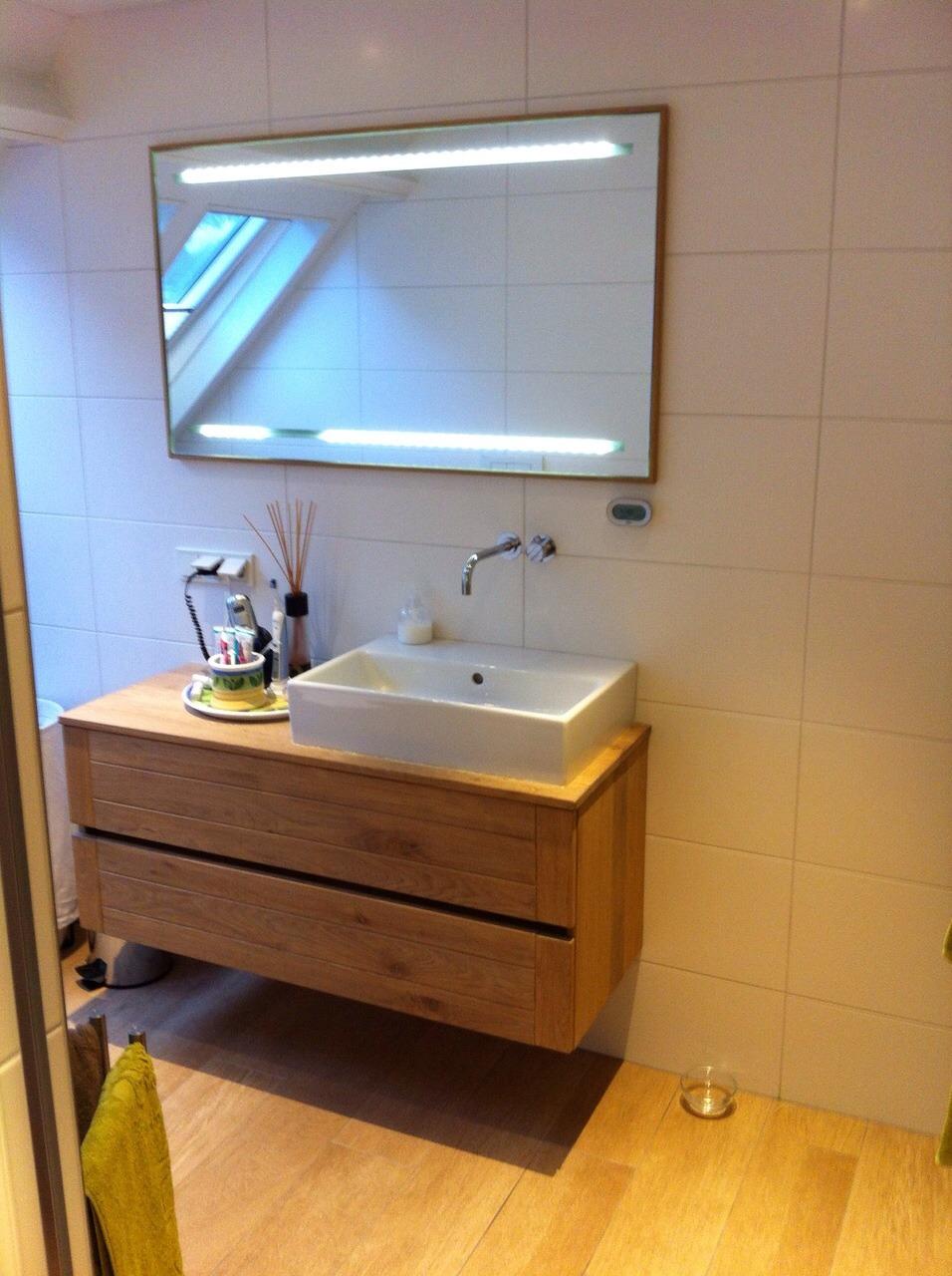 Stoomdouche badkamer houtlook sfeer   wiesenekker badkamerconcepten